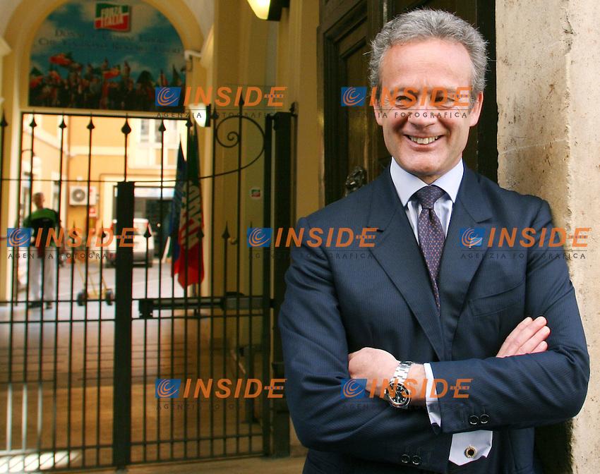 Roma 03 04 2006 Sede di Forza Italia<br /> Nella foto il candidato a Sindaco di Roma per Forza Italia Alfredo Antoniozzi<br /> Photo Serena Cremaschi Insidefoto