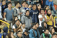 BOGOTA - COLOMBIA -07 -05-2016: Hichas de Millonarios animan a su equipo durante el encuentro entre Millonarios y Cortulúa por la fecha 17 de la Liga Águila I 2016 jugado en el estadio Nemesio Camacho El Campín de la ciudad de Bogotá./ Fans of Millonarios cheer for their team during the match between Millonarios and Cortulua for the date 17 of the Aguila League I 2016 played at Nemesio Camacho El Campin stadium in Bogota city. Photo: VizzorImage / Gabriel Aponte / Staff.