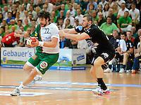 links Momir Rnic (FAG) gegen rechts Mickael Grocaut (DHB)