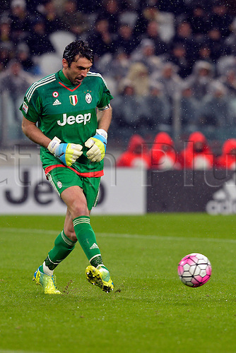 28.02.2016. Juventus Stadium, Turin, Italy. Serie A Football. Juventus versus Inter Milan. Gianluigi Buffon plays the ball back into play