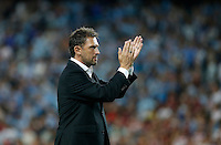 Wanderers coach Tony Popovic acknowledges the crowd after their loss against Sydney FC during their A-League match in Sydney, March 8, 2014. VIEWPRESS/Daniel Munoz EDITORIAL USE ONLY