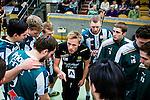 Stockholm 2014-03-02 Handboll Elitserien Hammarby IF - Ystads IF :  <br /> Hammarbys tr&auml;nare Kalle Matsson i aktion under en timeout med Hammarbys spelre<br /> (Foto: Kenta J&ouml;nsson) Nyckelord:  Ystad Bajen HIF tr&auml;nare manager coach