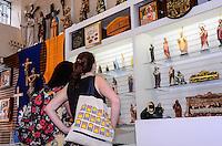 RIO DE JANEIRO, RJ, 10 DE JULHO DE 2013 -JMJ2013-COMÉRCIO DE ARTIGOS RELIGIOSOS-Com a proximidade da JMJ 2013, aumentaram as vendas de artigos religiosos, no centro do Rio de Janeiro nesta quarta-feira 10.FOTO:MARCELO FONSECA/BRAZIL PHOTO PRESS