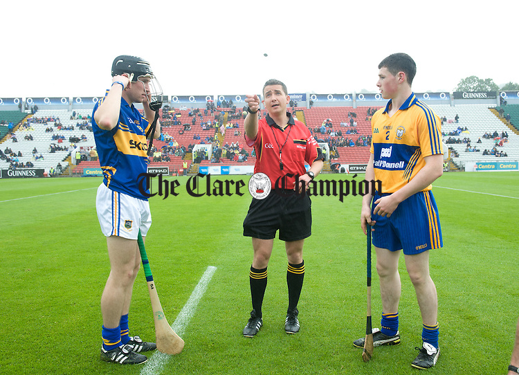 Tipperary captain Bill Maher and Clare captain Shane O Brien with referee Colm Lyons before the Munster minor hurling final at Pairc Ui Chaoimh. Photograph by John Kelly.