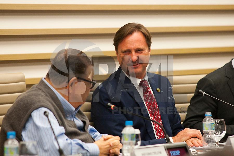 SAO PAULO, SP, 14.10.2015 - FIESP - SP - O senador Acir Gurgacz ( PDT/RO)  e o ex-deputado Delfim Netto  durante o abertura do Orçamento 2016 em reunião com o conselho da FIESP-feira na sede da FIESP, nesta quarta-feira 14 . ( Foto: Gabriel Soares/ Brazil Photo Press)