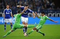 FUSSBALL   1. BUNDESLIGA  SAISON 2012/2013   7. Spieltag   FC Schalke 04 - VfL Wolfsburg        06.10.2012 Marco Hoeger (Mitte, FC Schalke 04) gegen Vieirinha (li) und Josue (re, beide VfL Wolfsburg)