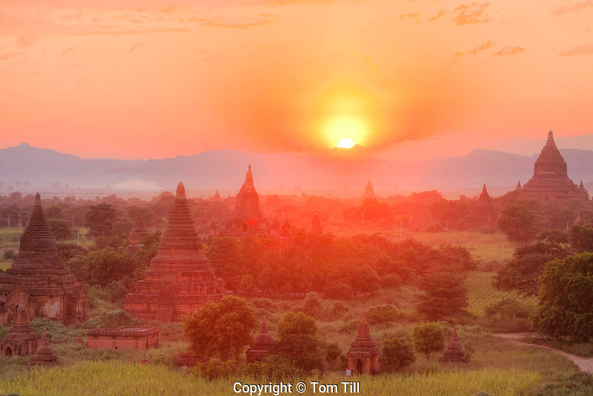 Temples at sunset. Bagan Archeological Zone, Mynmar Site of 5,000 buddhist temples built between 11th and 13th centuries, site of original captiol of mynmar