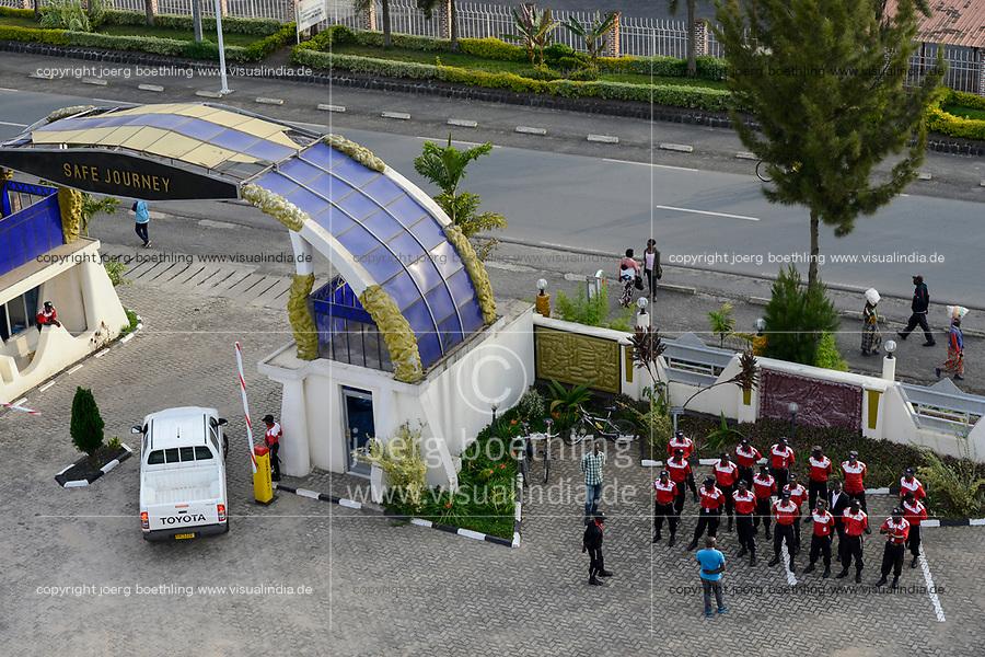 RWANDA, Ruhengeri, Hotel Fatima, instruction of private security service / RUANDA, privater Wachdienst des Hotel Fatima