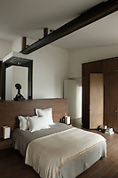 Custom-made oak furniture structures the space in the master bedroom whilst a steel beam runs the length of the room