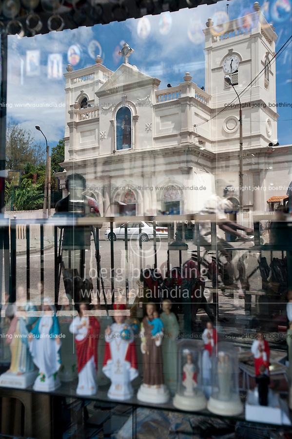 Sri Lanka, Colombo, Kochchikade, St Anthony's Mawatha church, reflection in souvenir shop / St. Antonius Kirche