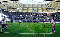 Zwischen Diekmeier und Skjelbred fliegt der Ball zum 1:0 fuer Barcelona ins Netz..Hamburger SV - FC Barcelona..Hanwha Solar Cup, IMTECH-Arena, 24. Juli 2012..© MSSP - MICHAEL SCHWARTZ SPORTPHOTO, Postfach 501129, 22711 Hamburg,  Tel: 0171-6460044, www.mssp.biz  -  www.schwartz-photo.de..LIEFERUNG ZU UNSEREN AGB - KEINE WEITERGABE AN DRITTE ODER VERKAUF OHNE UNSERE GENEHMIGUNG - Volles Honorar o. Abzug + 7% MwSt. -..Konto Postbank Hamburg 546027200 - BLZ 20010020 ..Steuer-ID: DE225222405..