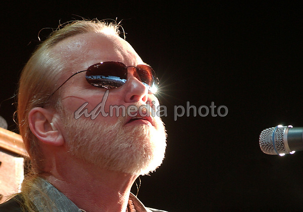 16 August 2006 - Pittsburgh, Pennsylvania -  Singer / keyboardist GREG ALLMAN of the ALLMAN BROTHERS BAND performs on their 2006 Tour at the Post-Gazette Pavilion. Photo Credit: Jason L Nelson/AdMedia