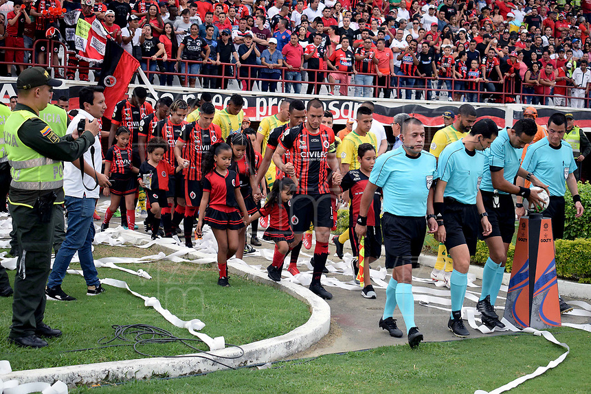 CÚCUTA - COLOMBIA, 17-02-2019: Los jugadores de Cúcuta Deportivo y Atlético Bucaramanga entran a la cancha durante partido entre Cúcuta Deportivo y Atlético Bucaramanga, de la fecha 5 por la Liga Aguila I-2019, jugado en el estadio General Santander de la ciudad de Cúcuta. / The players of Cucuta Deportivo entry to the field during a match between Cucuta Deportivo and Atletico Bucaramanga, of the 5th date for the Liga Aguila I 2019 at the General Santander Stadium in Cucuta city Photo: VizzorImage / Manuel Hernández / Cont.