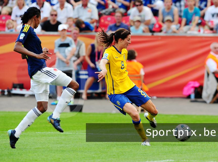 Fifa Women's World Cup Germany 2011 : Colombia - Sweden at Bayarena Leverkusen : Lotta Schelin aan de bal voor Kelis Peduzine.foto DAVID CATRY / Vrouwenteam.be