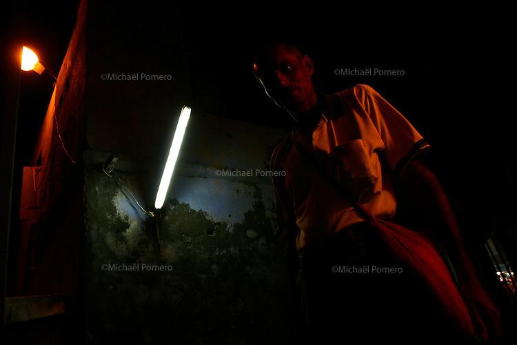 01.10.2008 Dwarka(Gujarat)<br /> <br /> Man in the night.<br /> <br /> Homme dans la nuit.