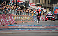 Tom Dumoulin (NED/Sunweb) sprints towards victory in the closing iTT <br /> <br /> stage 21: Monza - Milano (29km)<br /> 100th Giro d'Italia 2017