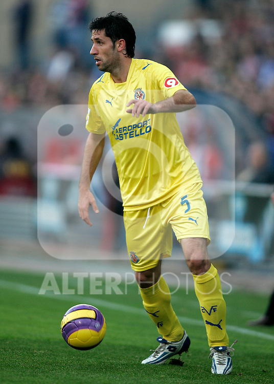 Villareal's Joan Capdevila during the Spanish League match between Atletico de Madrid and Villareal at Vicente Calderon Stadium in Madrid, Sunday November 4 2007. .(ALTERPHOTOS/Acero).
