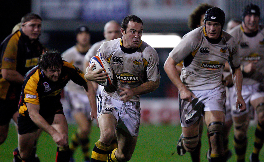 Photo: Richard Lane/Richard Lane Photography..Newport Gwent Dragons v London Wasps. EDF Energy Cup. 27/10/2007. .Wasps' Fraser Waters attacks.