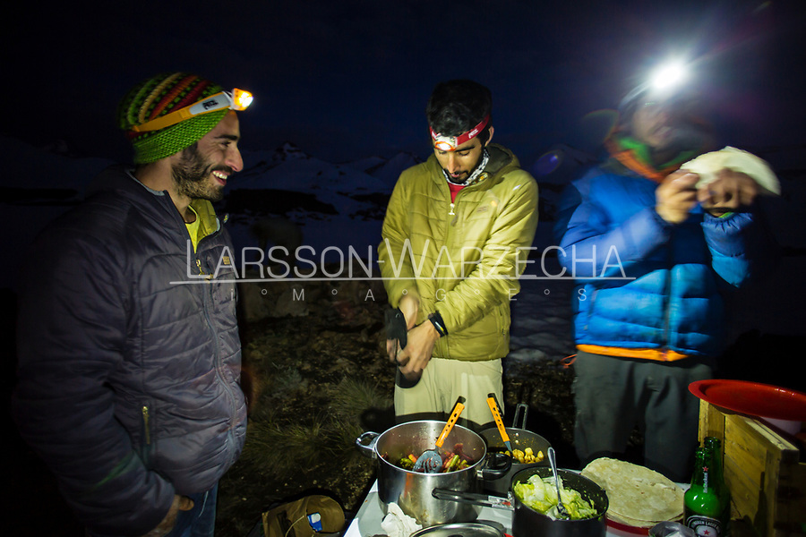 Team cooking and dining; Valle des los Condores.
