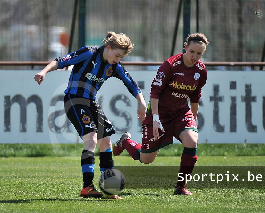 Dames Club Brugge - SV Zulte Waregem : Yana Haesebroek aan de bal voor Catherine Szynal (r).foto DAVID CATRY / Nikonpro.be
