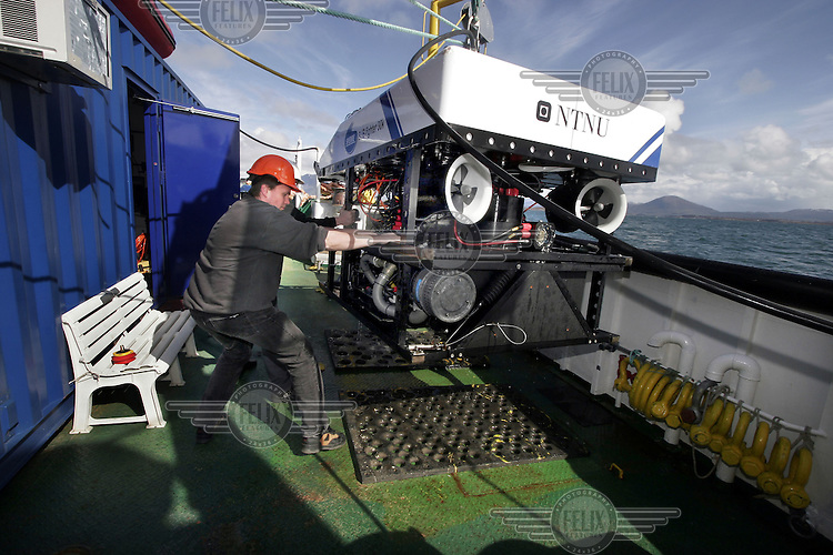 Fredrik Søreide getting the ROV in position on deck after a dive. ©Fredrik Naumann/Felix Features