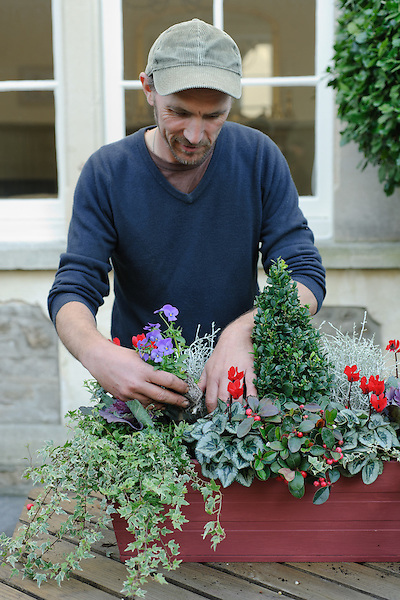 Seasonal Window Box with Bob Purnell (April - October 2009)