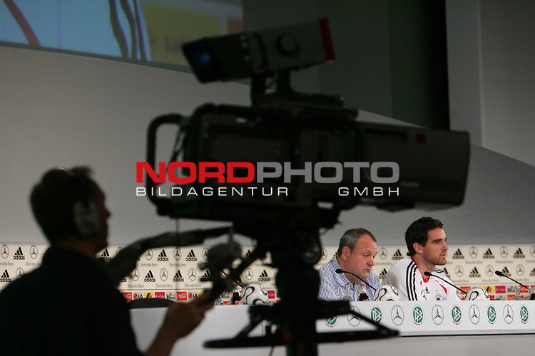 FIFA WM 2006 - Press Conference - Germany<br /> DFB-Mediachief Harald Stenger and Christoph Metzelder (l-r) during a DFB-Press Conference at the ICC in Berlin. Front: cameraman with camera.<br /> Foto &copy; nordphoto