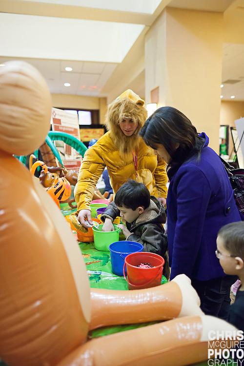 02/12/12 - Kalamazoo, MI: Kalamazoo Baby & Family Expo.  Photo by Chris McGuire.  R#26