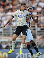 SAO PAULO SP, 14 Julho 2013 - Corinthians x Atletico MG.   Lance com  Paolo Guerrero durante partida valida pela setima rodada do campeonato brasileiro de 2013  no Estadio do Pacaembu em  Sao Paulo, neste domingo , 14. (FOTO: ALAN MORICI / BRAZIL PHOTO PRESS).