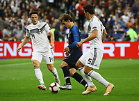 Antoine Griezmann (Frankreich, France) gegen Nico Schulz (Deutschland Germany) und Mats Hummels (Deutschland Germany)- 16.10.2018: Frankreich vs. Deutschland, 4. Spieltag UEFA Nations League, Stade de France, DISCLAIMER: DFB regulations prohibit any use of photographs as image sequences and/or quasi-video.