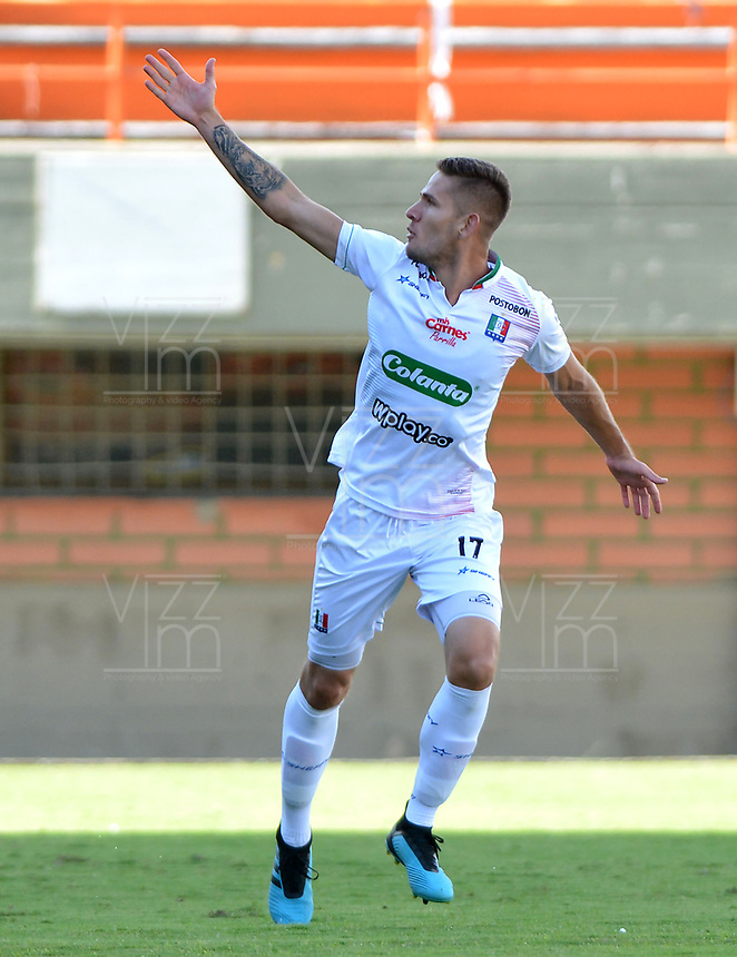 ENVIGADO-COLOMBIA, 01-10-2019: Juan David Rodríguez de Once Caldas celebra el gol anotado al Envigado F. C., durante partido entre Envigado F. C. y Once Caldas de la fecha 14 por la Liga Águila II 2019, en el estadio Polideportivo Sur de la ciudad de Envigado. / Juan David Rodriguez of Once Caldas celebrates the third scored goal to Envigado F. C., during a match between Envigado F. C., and Once Caldas of the 14th date  for the Aguila Leguaje II 2019 at the Polideportivo Sur stadium in Envigado city. Photo: VizzorImage / León Monsalve / Cont.