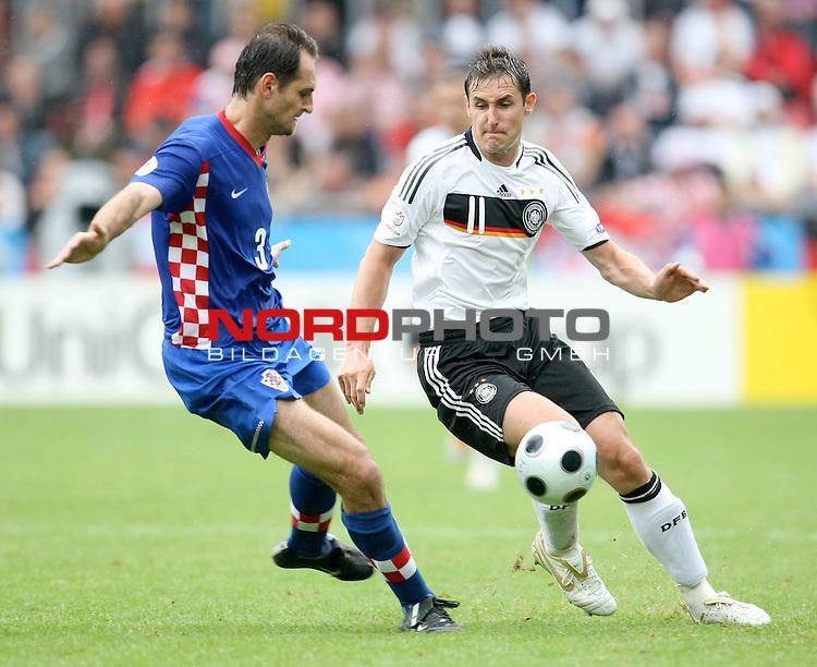 UEFA Euro 2008 Group B Klagenfurt - W&ouml;rthersee Match 11  Stadion Woerthersee<br /> Kroatien ( CRO ) - Deutschland ( GER ) 2:1 ( 1:0)<br /> <br /> Miroslav Klose ( Germany / Angreifer / Forward /  Bayern Muenchen #11)  gegen Josip Simunic ( Croatia  / Verteidiger / Defender / Hertha BSC #3) <br /> <br /> Foto &copy; nph (  nordphoto  )<br /> <br /> <br /> <br />  *** Local Caption ***