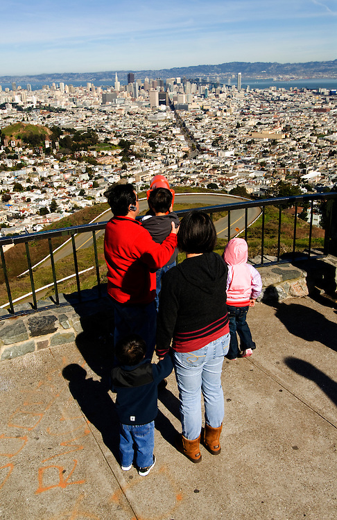 California, San Francisco: Family enjoying a telescope at Twin Peaks..Photo #: 11-casanf77577.Photo © Lee Foster 2008