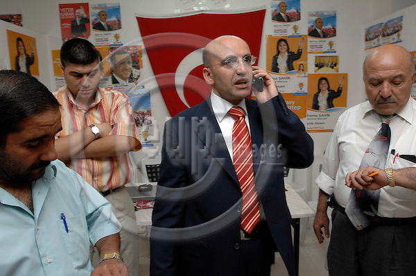 GAZIANTEP - TURKEY - 20 JUL 2007 -- Mehmet SIMSEK,  a former Merrill Lynch economist, now a top candidate for the AK Party in the district of Gaziantep, during his political campaign. SIMSEK is a hot tip for Turkey's next finance minister  -- PHOTO: GORM K. GAARE / EUP-IMAGES