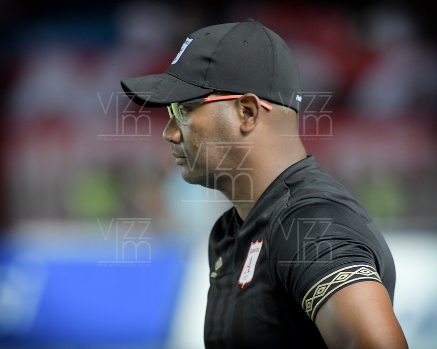 CALI-COLOMBIA , 02-05-2019.Jersson Gonzalez director técnico  del América de  Cali  ante  el  Cúcuta Deportivo durante partido por la fecha 19 de la Liga Águila I 2019 jugado en el estadio Pascual Guerrero de la ciudad de Cali./ Jerssson Gonzalez coach  of America de Cali  agaisnt  of Cucuta Deportivo during the match for the date 19 of the Aguila League I 2019 played at Pascual Guerrero stadium in Cali city. Photo: VizzorImage/ Nelson Rios / Contribuidor