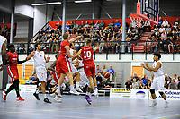 UITHUIZEN = Basketbal, Donar - Aris, voorbereiding seizoen 2017-2018, 02-09-2017,  Donar speler Aron Roye speelt de vrijstaande Donar speler Sean Cunningham aan