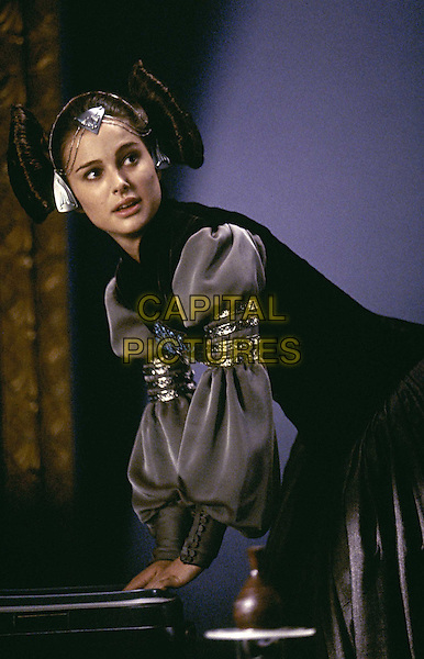 NATALIE PORTMAN.in Star Wars Episode 2 - Attack Of The Clones.Filmstill - Editorial Use Only.-08.CAP/AWFF.Supplied by Capital Pictures