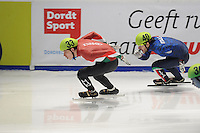 SHORTTRACK: DORDRECHT: Sportboulevard Dordrecht, 24-01-2015, ISU EK Shorttrack, Bence BÉRES (HUN | #33), Yuri CONFORTOLA (ITA | #40), ©foto Martin de Jong