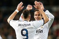 ATENCAO EDITOR IMAGEM EMBARGADA PARA VEICULOS INTERNACIONAIS - MADRI, ESPANHA, 15 JANEIRO 2013 - COPA DO REI - REAL MADRID X VALENCIA - Karim Benzema (de costas) jogador do Real Madrid comemora seu gol durante partida pelo jogo de ida das quartas-de-finais da Copa do Rei no Estadio Santiago Bernabeu em Madri capital da Espanha, nesta terca-feira, 15. (FOTO: CESAR CEBOLLA / ALFAQUI / BRAZIL PHOTO PRESS)..