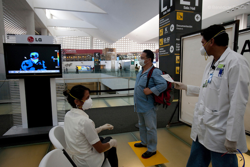 4 may 2009 - Mexico City, Mexico - Thermal scanners have begun screening international travellers at airports around Mexico as the Government ramps up its defences against swine flu. it's necessary to strengthen the identification and management of potentially affected travelers because of the increasing threat from swine flu across the world. The thermal scanners will be turned on progressively in all international airports. Photo credit: Benedicte Desrus / Sipa Press