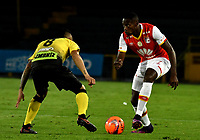 BOGOTA - COLOMBIA - 27 - 05 - 2017: Leyvin Balanta (Der.) jugador de Independiente Santa Fe, disputa el balón con Juan Rios (Izq.) jugador de Alianza Petrolera, durante partido de la fecha 20 entre Independiente Santa Fe y Alianza Petrolera, por la Liga Aguila I-2017, en el estadio Nemesio Camacho El Campin de la ciudad de Bogota. / Leyvin Balanta (R) player of Independiente Santa Fe struggle for the ball with Juan Rios (L) player of Alianza Petrolera, during a match of the date 20th between Independiente Santa Fe and Alianza Petrolera, for the Liga Aguila I -2017 at the Nemesio Camacho El Campin Stadium in Bogota city, Photo: VizzorImage / Luis Ramirez / Staff.