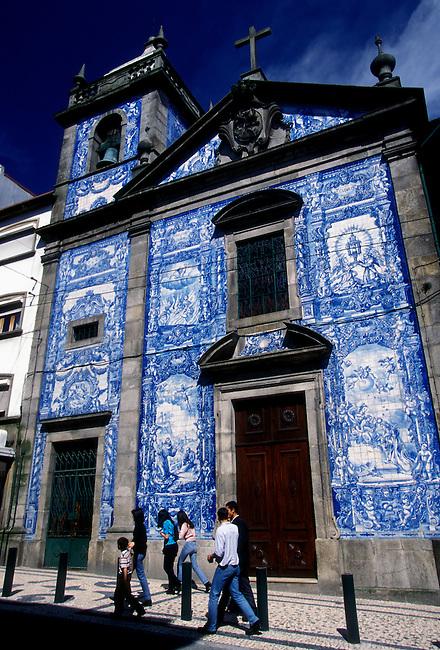 People, Almas Chapel, Porto, Porto District, Portugal, Europe