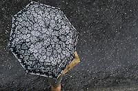 ATENÇÃO EDITOR: FOTO EMBARGADA PARA VEÍCULOS INTERNACIONAIS. - CLIMA  TEMPO -CAPITAL  FLUMINENSE - Tarde de chuva nesta  sexta-feira (21) na  região do Méier, Zona Norte do RJ.<br /> (GUTO MAIA BRAZIL PHOTO PRESS)