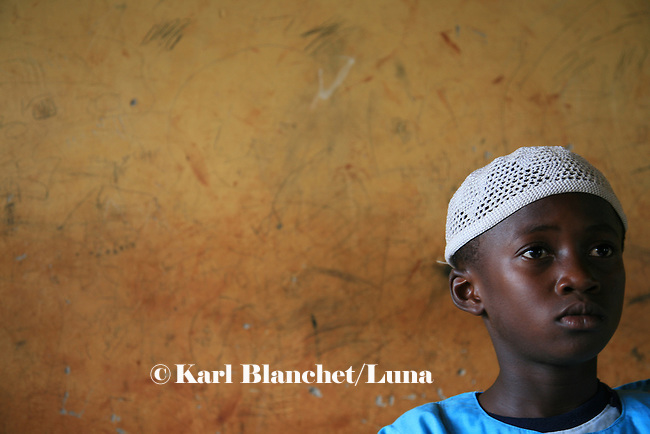 Pupil from the Islamic school in Sunyani, Ghana, listening to the teacher. In Ghana, coranic schools were transformed into islamic schools. Pupils learn the mainstream curriculum and have additional courses in arabic and islam.