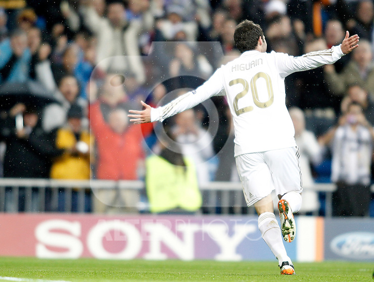 Real Madrid's Gonzalo Higuain celebrates during UEFA Champions League match. November 22, 2011. (ALTERPHOTOS/Alvaro Hernandez)