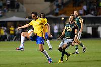ATENÇÃO EDITOR: FOTO EMBARGADA PARA VEÍCULOS INTERNACIONAIS - SÃO PAULO, SP, 11 DE DEZEMBRO DE 2012 - JOGO DE DESPEDIDA DO GOLEIRO MARCOS - Belletti (e) durante partida de despedida do goleiro Marcos, entre o time do Palmeiras de 1999 Campeão da Libertadores contra a Seleção Brasileira de 2002 Campeã do Mundo. A partida foi disputada na noite desta terça feira (11) no Estádio do Pacaembu em São Paulo. FOTO: LEVI BIANCO - BRAZIL PHOTO PRESS