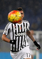 Calcio, quarti di finale di Coppa Italia: Lazio vs Juventus. Roma, stadio Olimpico, 20 gennaio 2016.<br /> Juventus' Mario Mandzukic eyes the ball during the Italian Cup quarter final football match between Lazio and Juventus at Rome's Olympic stadium, 20 January 2016.<br /> UPDATE IMAGES PRESS/Isabella Bonotto