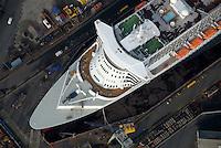 4415 / Queen Marry 2: EUROPA, DEUTSCHLAND, HAMBURG, (EUROPE, GERMANY), 16.11.2006: Queen Mary 2 in Trockedock von Blohm und Voss