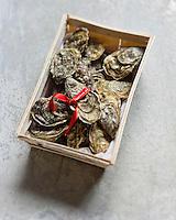 Europe/France/Aquitaine/33/Gironde/Bassin d'Arcachon: Huîtres de Noël Arcachon . Cap-Ferret - Stylisme : Valérie LHOMME //  France, Gironde, Arcachon, Oysters Christmas Arcachon, Cap Ferret