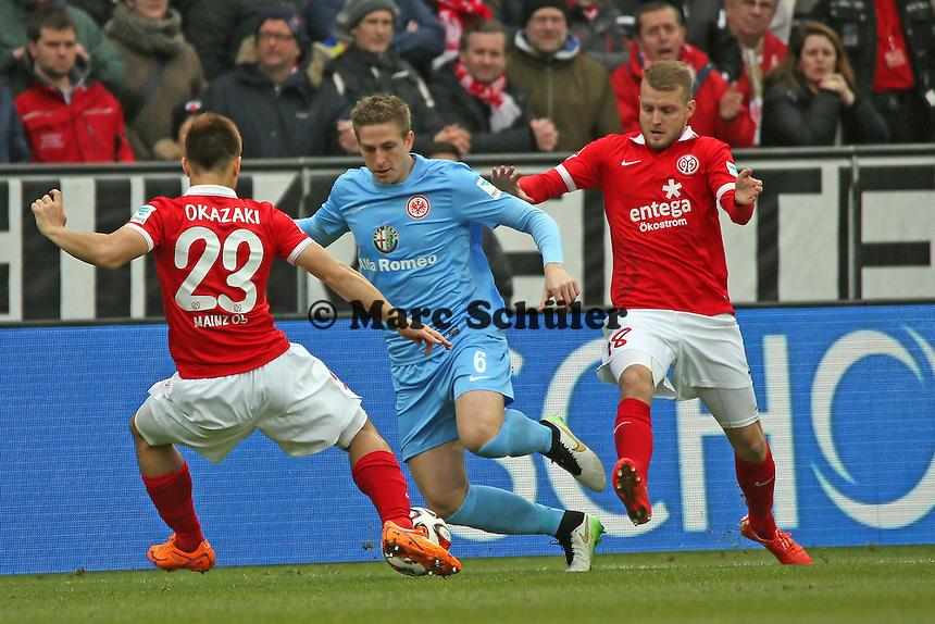 Bastian Oczipka (Eintracht) gegen Shinji Okazaki (mainz) - 1. FSV Mainz 05 vs. Eintracht Frankfurt, Coface Arena